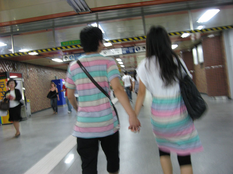 Partner look in Korean subway